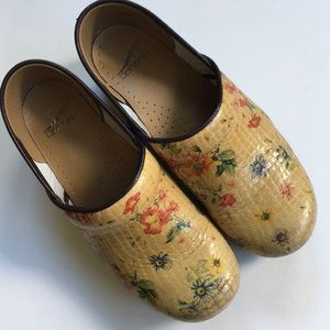 EUC Dansko leather shoes